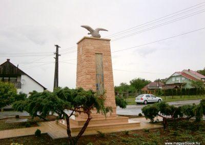 Tófej világháborús emlékmű 2012.05.07. küldő-Ágca (8)