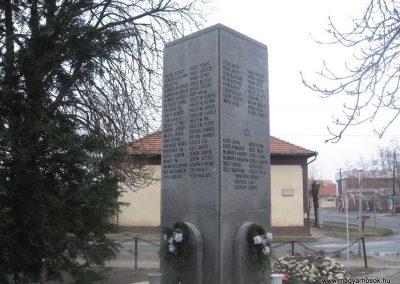 Törtel II.vh emlékmű 2010.01.02. küldő-kalyhas (4)