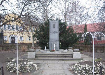 Törtel II.vh emlékmű 2010.01.02. küldő-kalyhas