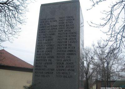 Törtel II.vh emlékmű 2010.01.02. küldő-kalyhas (5)
