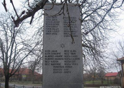 Törtel II.vh emlékmű 2010.01.02. küldő-kalyhas (6)