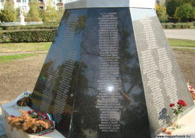 Túrkeve II.vh emlékmű 2009.10.25. küldő-Zebi (4)