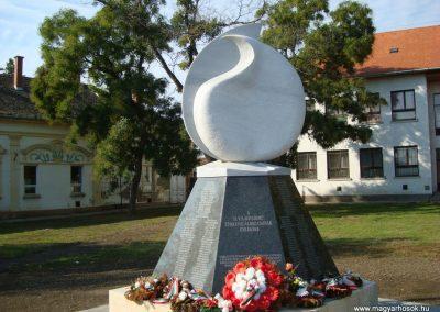 Túrkeve II.vh emlékmű 2009.10.25. küldő-Zebi (6)