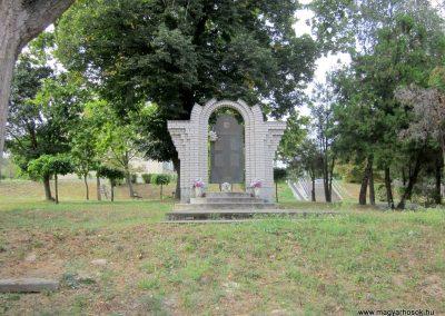Tab II. világháborús emlékmű 2013.08.23. küldő-kalyhas (1)