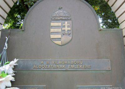 Tab II. világháborús emlékmű 2013.08.23. küldő-kalyhas (4)