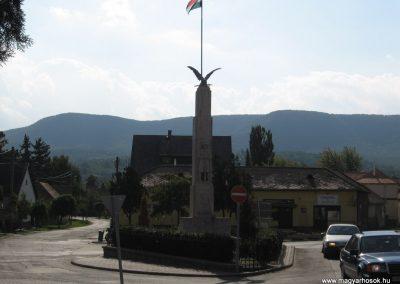 Tahitótfalu világháborús emlékmű 2007.09.15. küldő-Kályhás