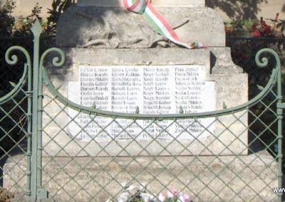 Takácsi világháborús emlékmű 2006.10.26. Küldő-Hege (2)