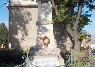 Takácsi világháborús emlékmű 2006.10.26. Küldő-Hege