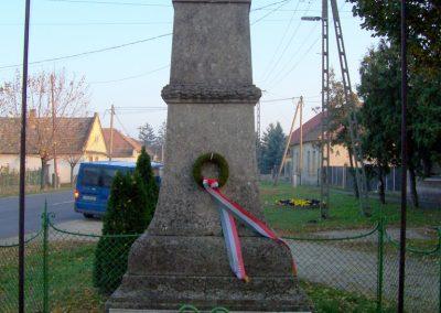 Takácsi világháborús emlékmű 2009.11.01. küldő-miki (1)