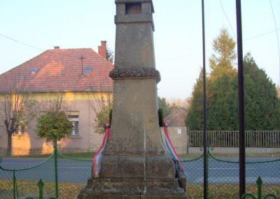 Takácsi világháborús emlékmű 2009.11.01. küldő-miki