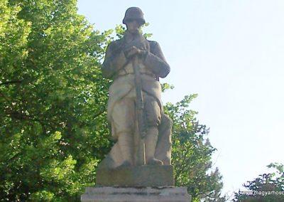 Taksony I.vh emlékmű 2008.05.27. küldő-Szabados László (1)