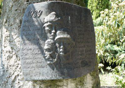 Taktabáj világháborús emlékmű 2009.05.08.küldő-Gombóc Arthur (2)