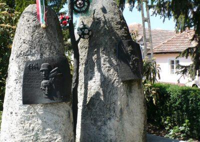 Taktabáj világháborús emlékmű 2009.05.08.küldő-Gombóc Arthur (3)