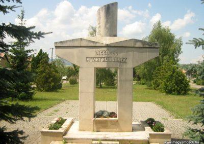 Tar Hősi emlékmű 2008.06.24. küldő-Mónika39