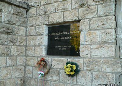 Tarcal hősi emlékmű 2009.10.04. küldő-Gombóc Arthur (3)