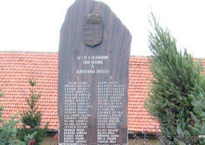 Tard világháborús emlékmű 2007.08.12. küldő-Kályhás (2)