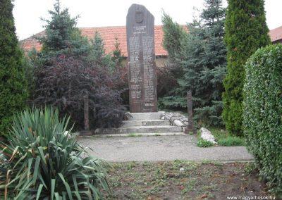 Tard világháborús emlékmű 2007.08.12.küldő-Kályhás