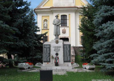 Tardos világháborús emlékmű 2008.07.03. külő-Kályhás (1)