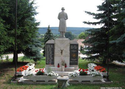 Tardos világháborús emlékmű 2008.07.03. külő-Kályhás (4)