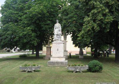 Tarján világháborús emlékmű 2008.07.02. küldő-Kályhás