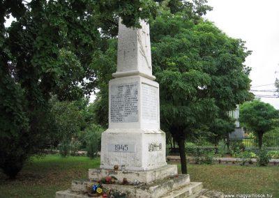 Tarnaörs világháborús emlékmű 2008.07.15. küldő-kalyhas (4)