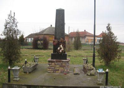 Tarnabod világháborús emlékmű 2008.03.08. küldő-kalyhas (4)