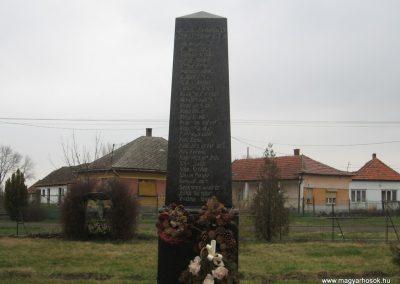 Tarnabod világháborús emlékmű 2008.03.08. küldő-kalyhas (5)