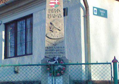 Tarnaszentmária vh emlékmű 2006.11.15. küldő-kalyhas