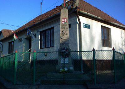 Tarnaszentmária vh.emlékmű 2006.11.15. küldő-kalyhas