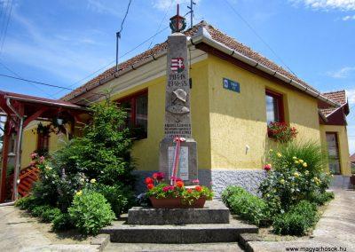 Tarnaszentmária világháborús emlékmű 2011.06.12. küldő-kalyhas (1)