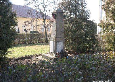 Tarnaszentmiklós világháborús emlékmű 2008.02.25.küldő-Kályhás (1)
