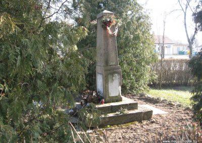 Tarnaszentmiklós világháborús emlékmű 2008.02.25.küldő-Kályhás (2)