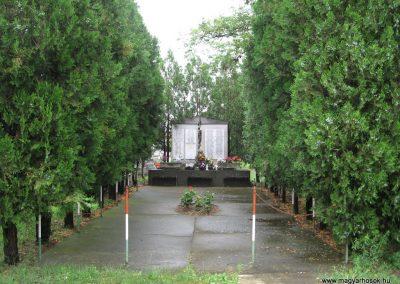 Tarnazsadány világháborús emlékmű 2008.07.15.küldő-Kályhás