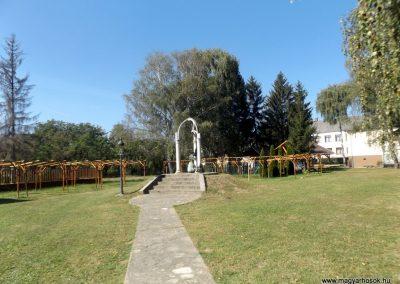Tarpa II. világháborús emlékmű 2016.09.27. küldő-kalyhas (1)