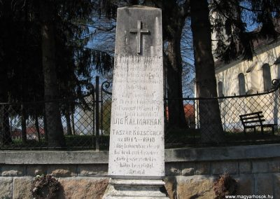 Taszár világháborús emlékmű 2009.04.04. küldő-kalyhas (2)