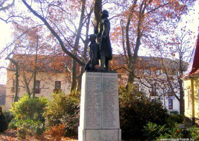 Tata I.vh emlékmű 2011.11.01. küldő-Méri (3)