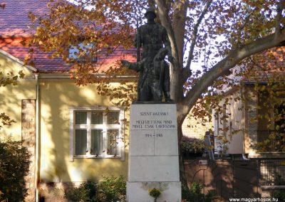 Tata I.vh emlékmű 2011.11.01. küldő-Méri