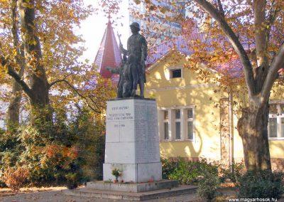 Tata I.vh emlékmű 2011.11.01. küldő-Méri (9)