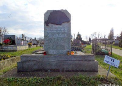 Tata, II, világháborús, a Környei úti temetőben