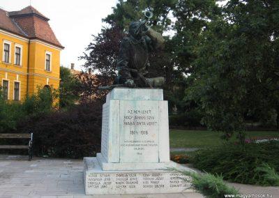 Tata világháborús emlékmű 2008.07.02.küldő-Kályhás (1)