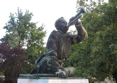 Tata világháborús emlékmű 2008.07.02.küldő-Kályhás (2)