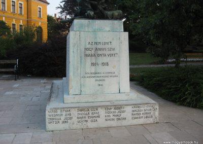 Tata világháborús emlékmű 2008.07.02.küldő-Kályhás (3)