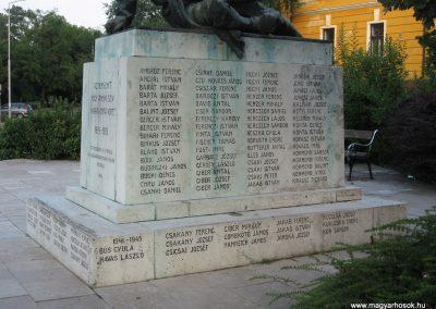 Tata világháborús emlékmű 2008.07.02.küldő-Kályhás (4)