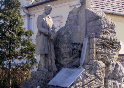 Tatabánya-Alsógalla világháborús emlékmű 2012.03.18. küldő-Méri (3)