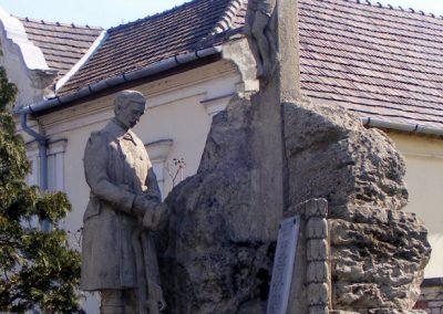 Tatabánya-Alsógalla világháborús emlékmű 2012.03.18. küldő-Méri