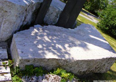 Tatabánya-Bánhida II. világháborús emlékmű 2013.05.21. küldő-Méri (3)