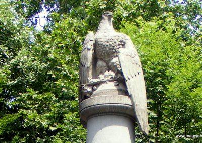 Tatabánya hősi emlékmű 2011.06.05. küldő-Méri (1)