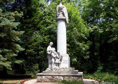 Tatabánya hősi emlékmű 2011.06.05. küldő-Méri