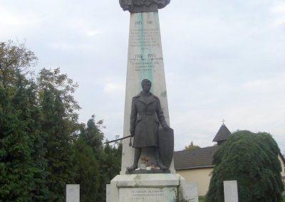 Tatabánya világháborús emlékmű 2008.10.04.küldő-Huszár Peti (1)