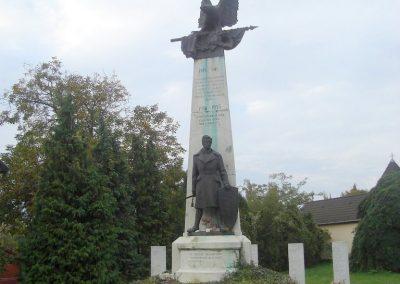 Tatabánya világháborús emlékmű 2008.10.04.küldő-Huszár Peti